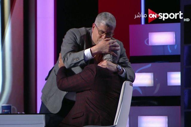 شوبير يقبل رأس إكرامي
