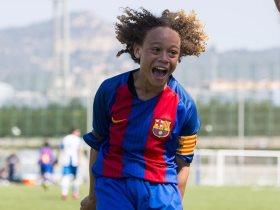 تشافي سيمونز لاعب أشبال برشلونة