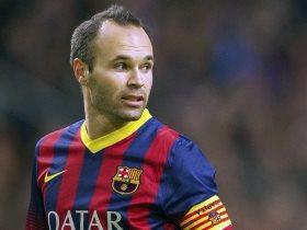إنييستا لاعب برشلونة الإسباني