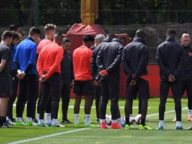 دقيقة حداد للاعبو مانشستر يونايتد بعد الحادث الارهابي