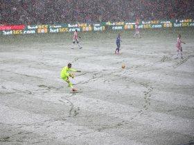 http://www.superkora.football/News/10/79975/مشاهد-من-فوز-إيفرتون-على-ستوك-سيتى-فى-المباراة-الثلجية