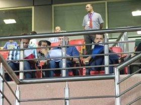 أجيرى يحضر مباراة ليفربول و تشيلسي لمشاهدة صلاح