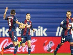 إيبار يسجل الهدف الأول فى برشلونة
