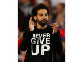 تيشيرت صلاح لا تستسلم أبدا بجنيه واحد فى نهائي الأبطال