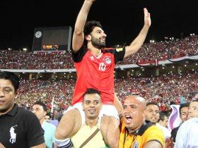 محمد صلاح محمولا على الأعناق بعد الصعود لمونديال روسيا