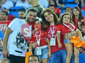 عماد متعب وزوجته وبناته