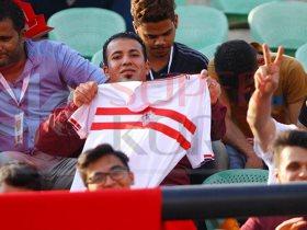 تعرف على سبب ارتداء لاعبي الزمالك قميص أبيض بخطين حُمر