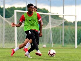 محمد شاكر لاعب العين الإماراتى