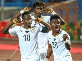 رقص لاعبو غانا