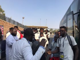 رئيس الاتحاد الغاني يؤازر اللاعبين