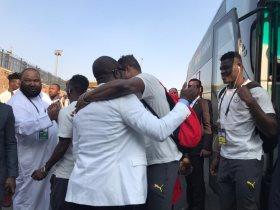 رئيس الاتحاد الغاني مع اللاعبين