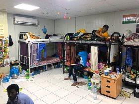 ديلي ميل تخترق مخيم الشحانية في العيد الوطني لقطر