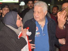 مرتضى منصور يحتفل مع أعضاء النادي بلقب السوبر الإفريقي