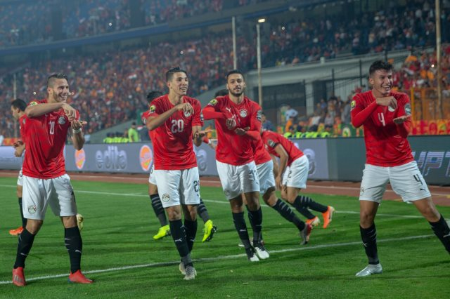 اللاعبين يحتفلون على طريقة طاهر محمد طاهر
