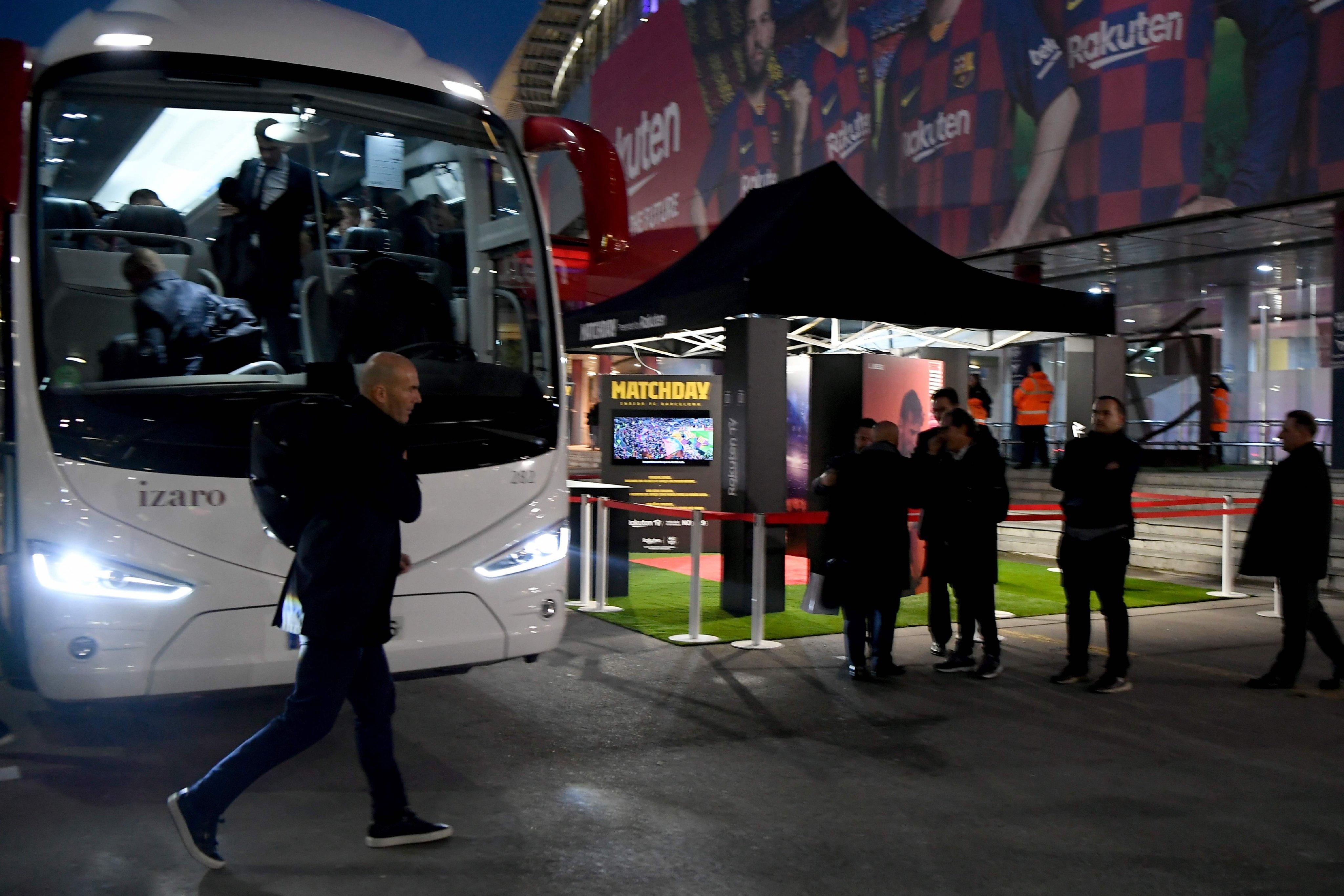 برشلونة ضد الريال .. أجواء وصول الفريقين إلى كامب نو ...