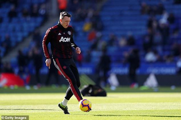 جونز يممد عقده مع مانشستر يونايتد (5)