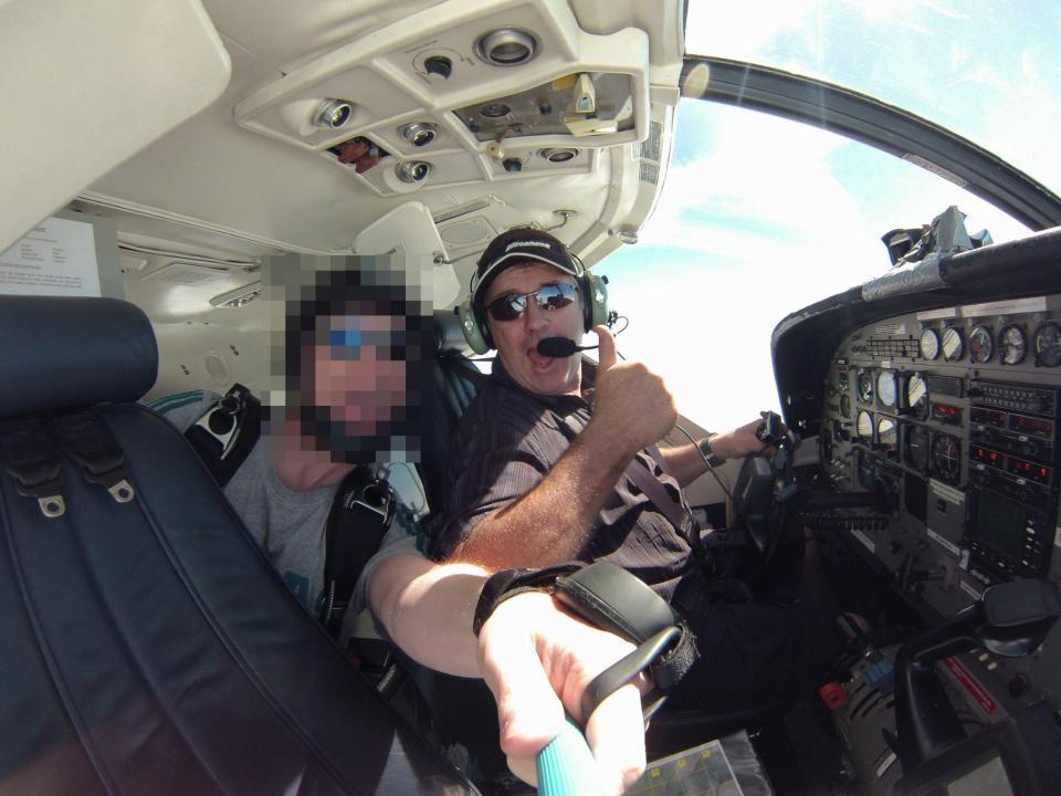 سالا مع قائد الطائرة المفقودة