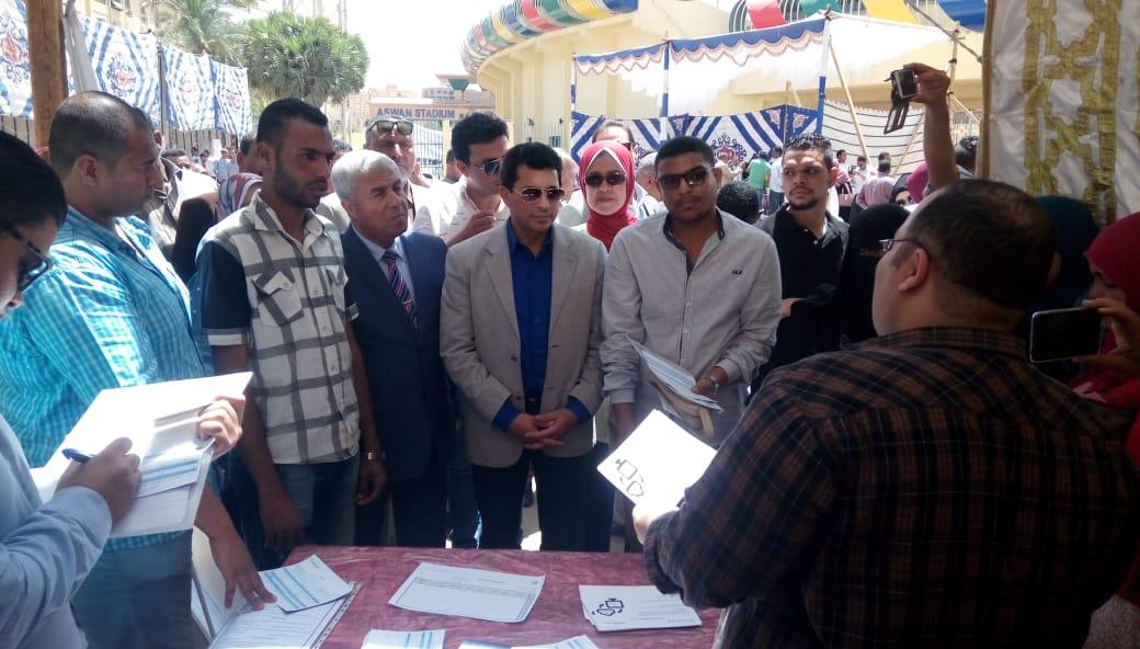 ملتقى توظيف لشباب الخريجين لتوفير فرص عمل للشباب (2)