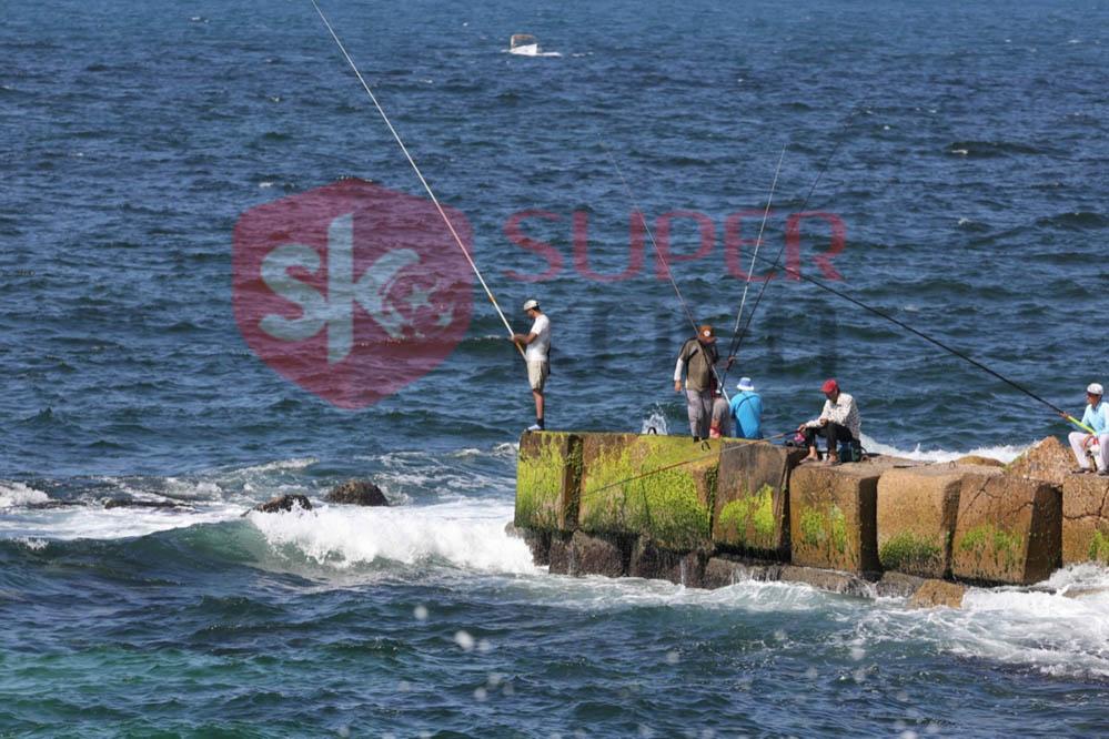 شاطئ الإسكندرية ورياضة الصيد من الجماهير (2)