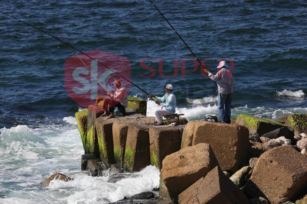 شاطئ الإسكندرية ورياضة الصيد من الجماهير (8)