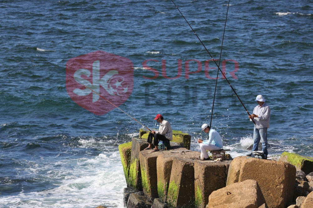 شاطئ الإسكندرية ورياضة الصيد من الجماهير (9)