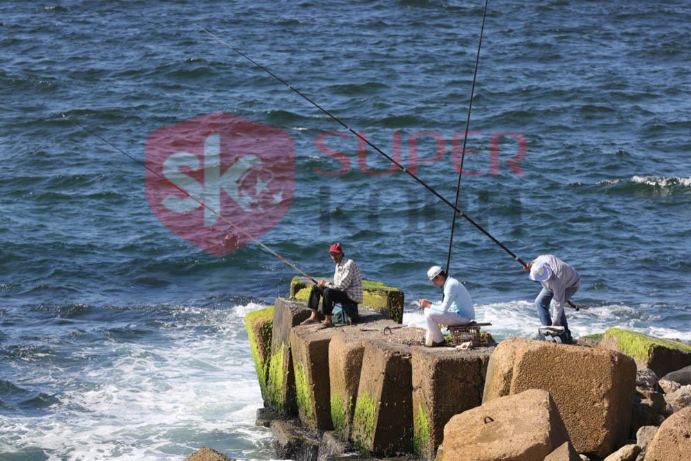 شاطئ الإسكندرية ورياضة الصيد من الجماهير (11)