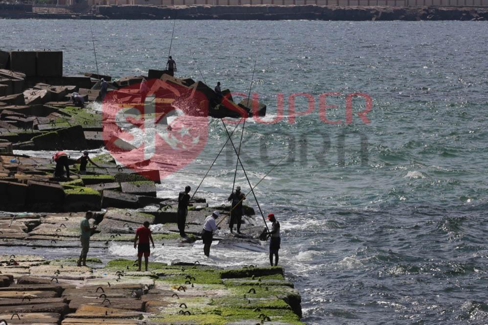 شاطئ الإسكندرية ورياضة الصيد من الجماهير (4)