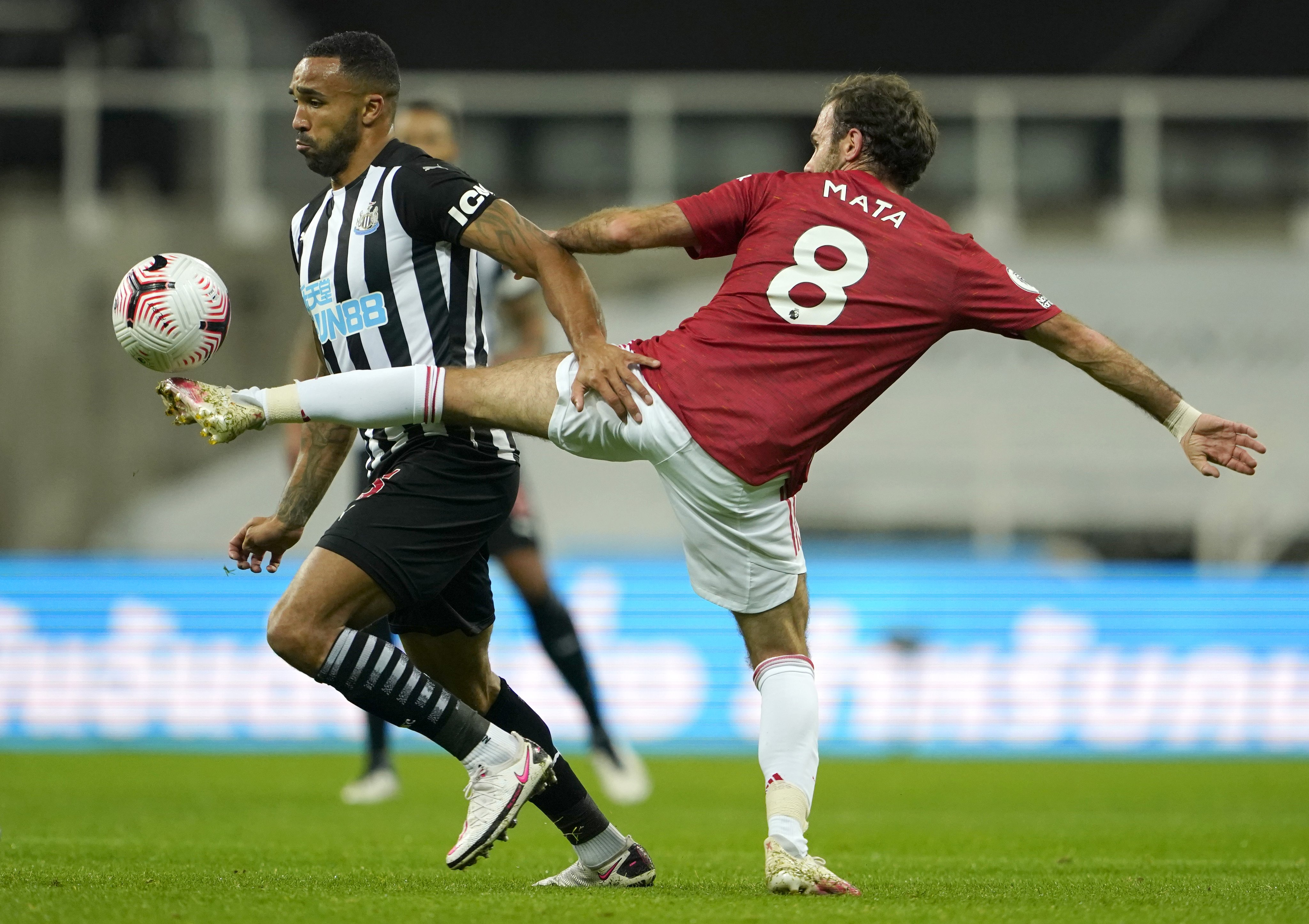 نيوكاسل ضد مان يونايتد (2)