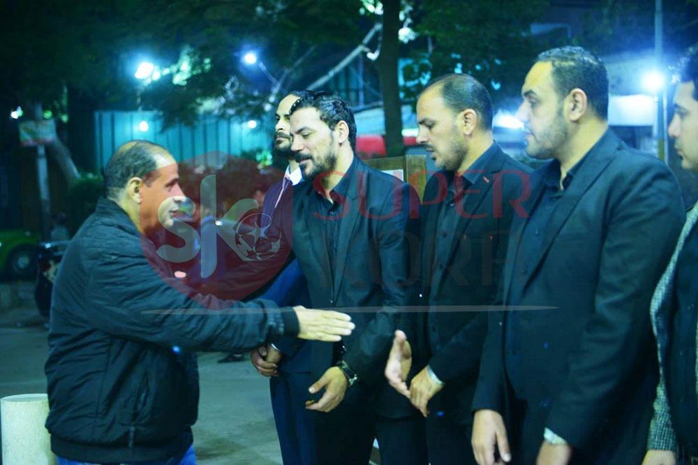نجوم الرياضة والإعلام يشاركون في عزاء والد عمرو ذكي (10)