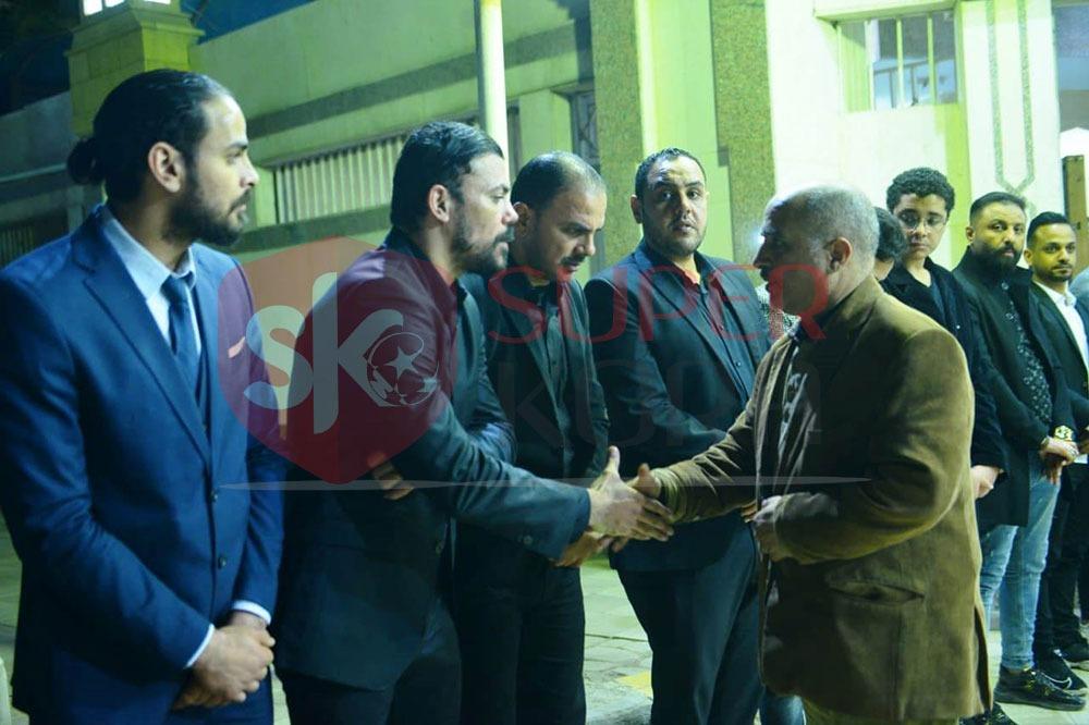 نجوم الرياضة والإعلام يشاركون في عزاء والد عمرو ذكي (8)