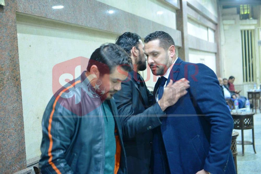 نجوم الرياضة والإعلام يشاركون في عزاء والد عمرو ذكي (4)