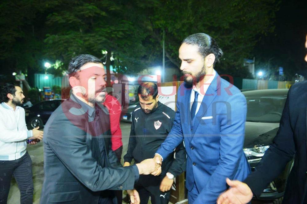 نجوم الرياضة والإعلام يشاركون في عزاء والد عمرو ذكي (11)