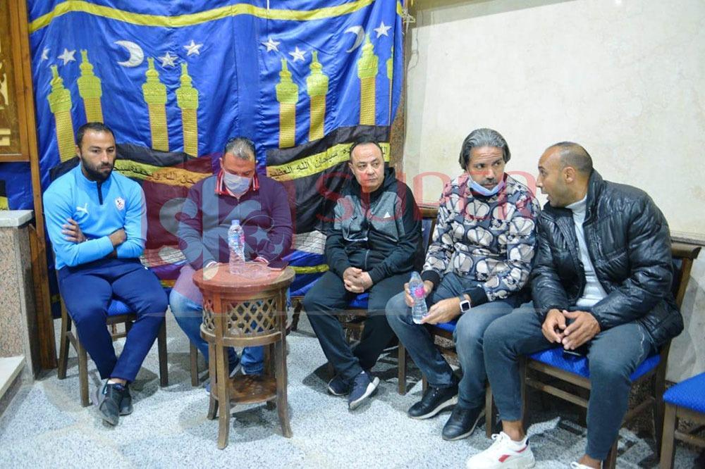 نجوم الرياضة والإعلام يشاركون في عزاء والد عمرو ذكي (5)