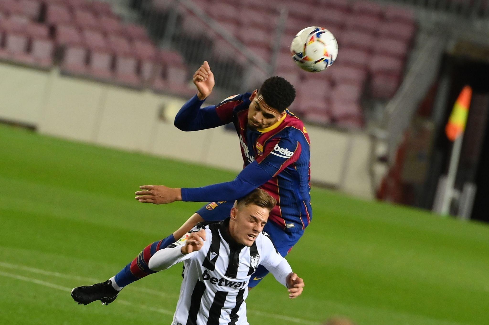 برشلونة ضد ليفانتي (8)
