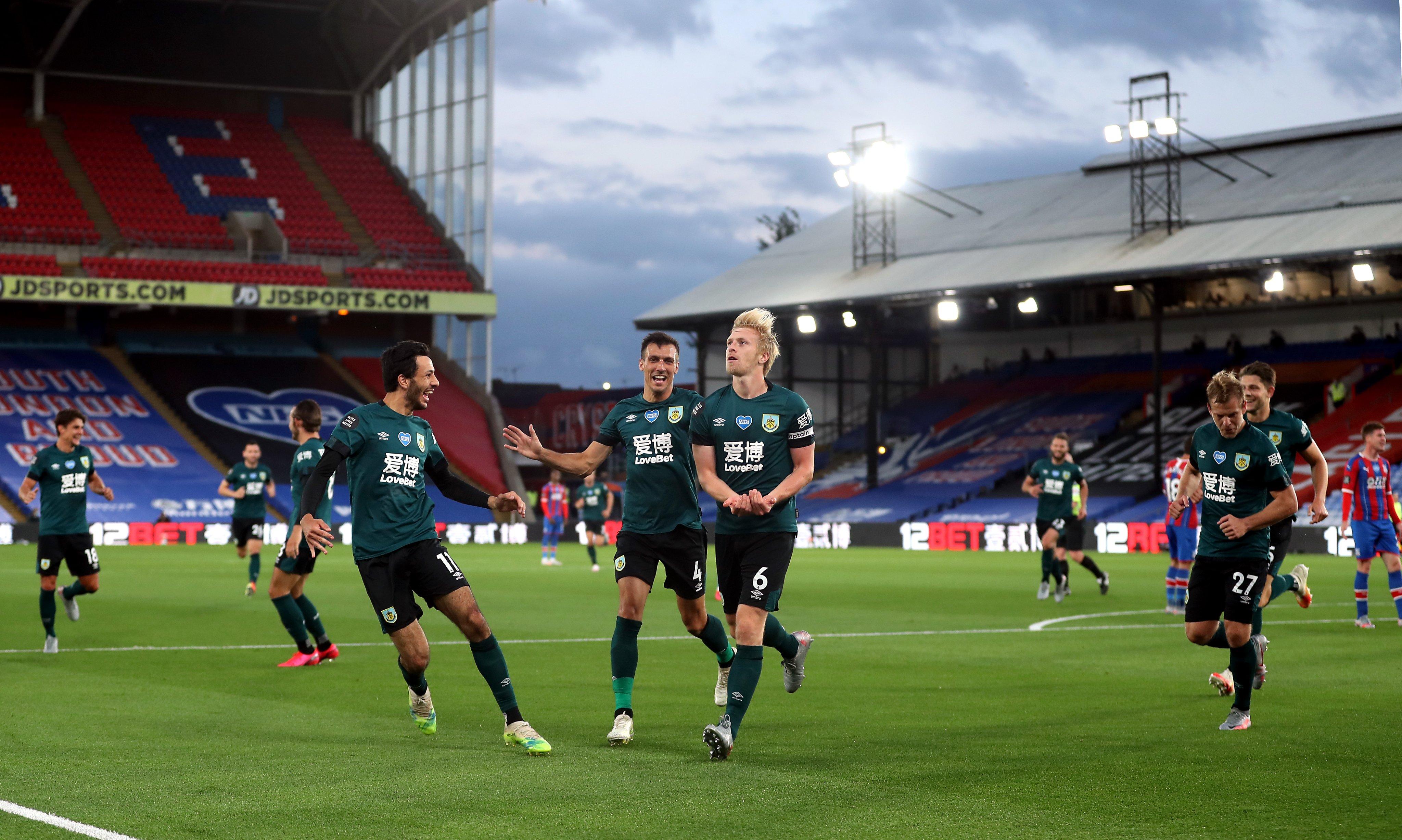 كواليس انتصار بيرنلي ضد شيفيلد بالدوري الانجليزي (3)