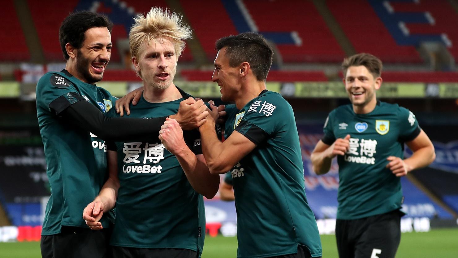 كواليس انتصار بيرنلي ضد شيفيلد بالدوري الانجليزي (6)
