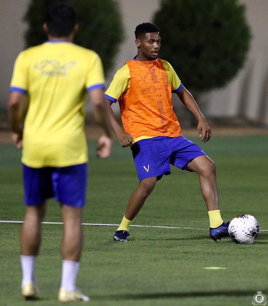 كواليس تدريبات النصر السعودي استعداد لعودة الدوري (3)