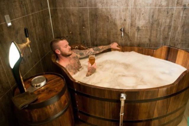 قائد أيسلندا يسترخى فى البيرة