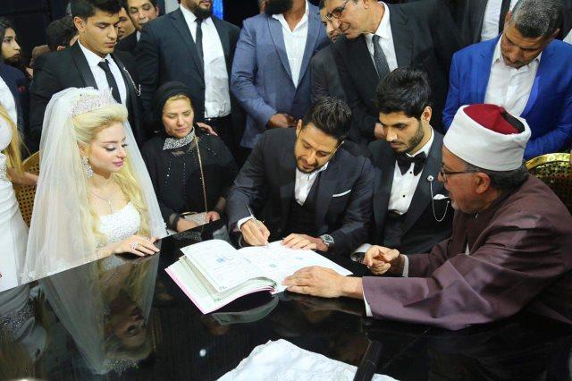 محمد حماقى يشهد على زواج على جبر