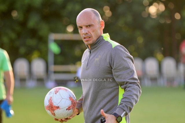 تاكيس جونياس