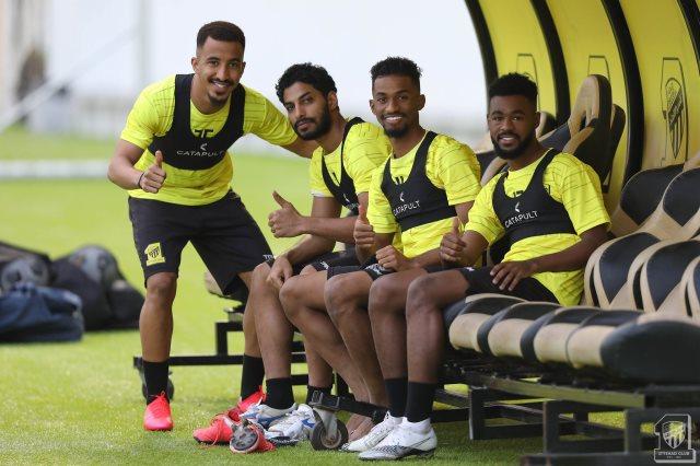 الاتحاد السعودي يصل ملعب مباراة الشباب فى نصف نهائى البطولة العربية
