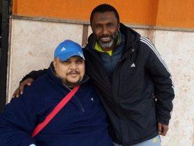 أحمد الكأس نجم منتخب مصر الأسبق مع أشهر مشجع في دوري المظاليم