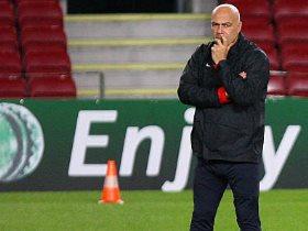 http://www.superkora.football/News/1/107869/جروس-يصحح-أخطاء-محمود-علاء-فى-جلسة-خاصة