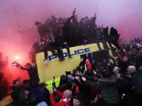 http://www.superkora.football/News/10/85862/شغب-جماهير-ليفربول-أمام-ملعب-أنفيلد-قبل-لقاء-روما