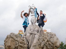 http://www.superkora.football/News/10/90938/مشاهد-من-احتفالات-لاعبى-مدريد-فى-ميدان-سيبيليس-مع-الجماهير