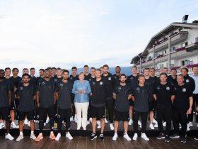 ميركل مع المنتخب الألمانى - أرشيفية