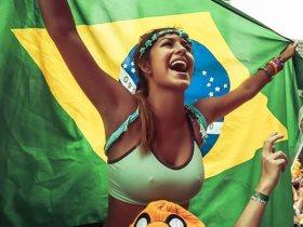 http://www.superkora.football/News/16/95150/شاهد-الفرق-الموسيقية-تستغل-كأس-العالم-للتسول-فى-شوارع-روسيا