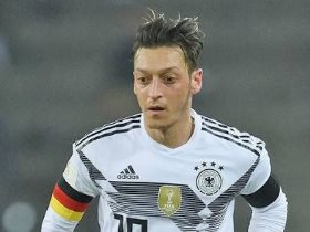 http://www.superkora.football/News/14/95396/لماذا-لا-يردد-أوزيل-النشيد-الألمانى