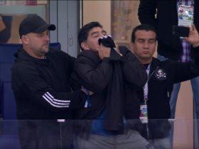 http://www.superkora.football/News/14/95437/مارادونا-يقبل-قميص-ميسى-قبل-مواجهة-كرواتيا-فيديو-وصور