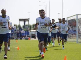 http://www.superkora.football/News/14/95780/الإصابات-تُزيد-معاناة-الأرجنتين-وميسي-مُحبط